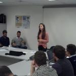 Kérolen Julie Novello apresentando suas propostas.