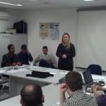 Ana Paula Scheidt apresentando suas propostas.