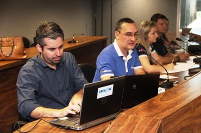 Reunião da CAE de dezembro de 2015.  Eng. Rodrigo Caléffi, acadêmico Jean Hening, acadêmica Ana Paula Scheidt, Eng. Jackson Jarzynski.